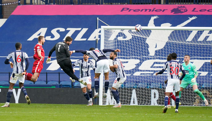 Alisson ấn định tỷ số 2-1 trận West Brom vs Liverpool ở phút 90'+5