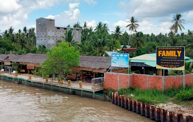 Điểm du lịch sinh thái ven sông trên địa bàn ấp Nghĩa Huấn.