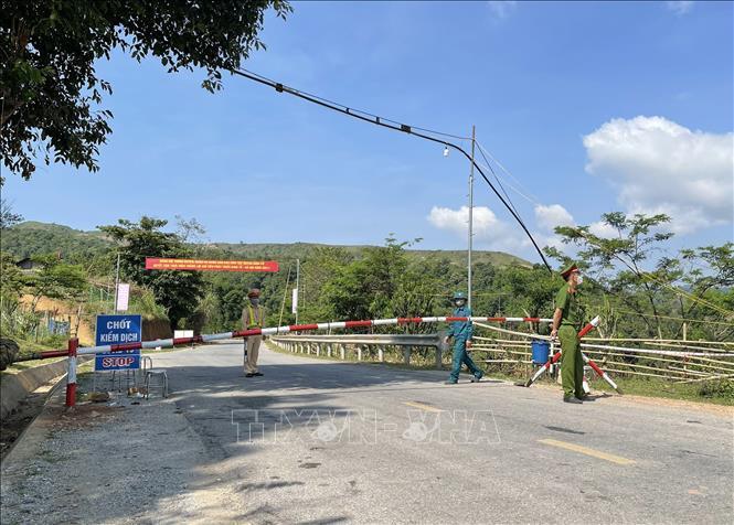 Huyện Nậm Pồ (tỉnh Điện Biên) đã thiết lập 6 chốt kiểm dịch. Địa bàn xã Si Pa Phìn đã được phong tỏa toàn bộ. Ảnh: Xuân Tiến/TTXVN