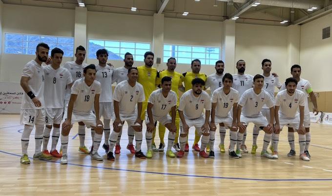 Tuyển futsal Iraq trước trận giao hữu - Ảnh: Anh Tú