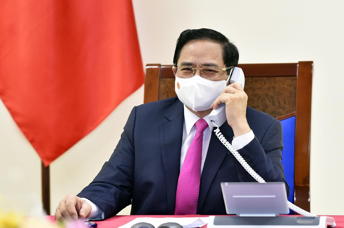 Thủ tướng Chính phủ Phạm Minh Chính điện đàm với Thủ tướng Nhật Bản Suga Yoshihide. Ảnh: VGP/Nhật Bắc
