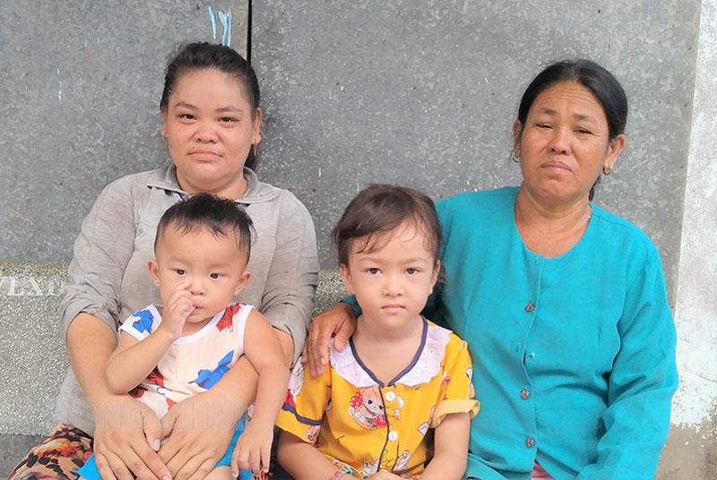 Bà An cùng con gái và 2 cháu ngoại.