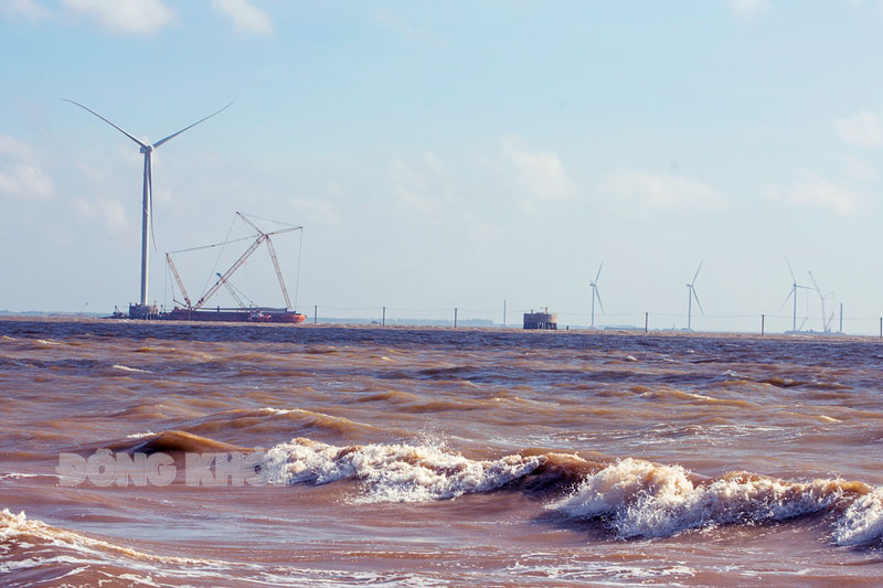 Công trình điện gió huyện Thạnh Phú. Ảnh: Nguyễn Dừa