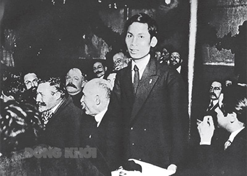 Nguyễn Ái Quốc tại Đại hội toàn quốc Đảng Xã hội Pháp ở thành phố Tua (nước Pháp), tháng 12-1920. Ảnh tư liệu