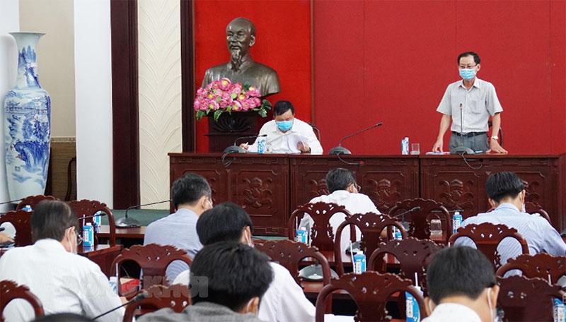 Phó chủ tịch UBND tỉnh phát biểu kết luận tại cuộc họp.