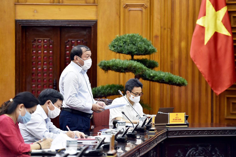 Bộ trưởng Bộ VHTT&DL Nguyễn Văn Hùng báo cáo tại cuộc làm việc. Ảnh: VGP/Nhật Bắc