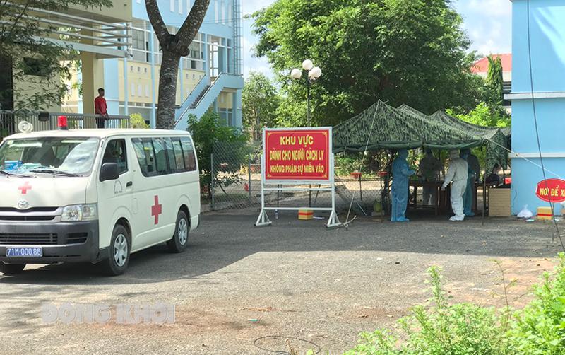 Hoạt động tiếp nhận cách ly các trường hợp F1 tại Trường Chính trị tỉnh.