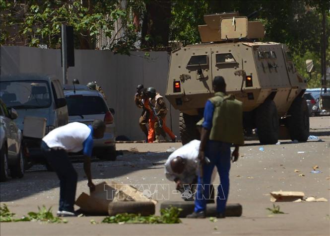 Lực lượng an ninh Burkina Faso được triển khai tại hiện trường một vụ tấn công tại Ouagadougou ngày 2-3-2018. Ảnh tư liệu: AFP/TTXVN