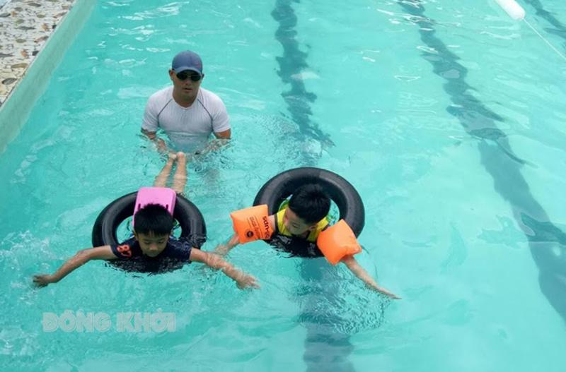 Tăng cường phổ cập bơi, phòng chống đuối nước cho trẻ.