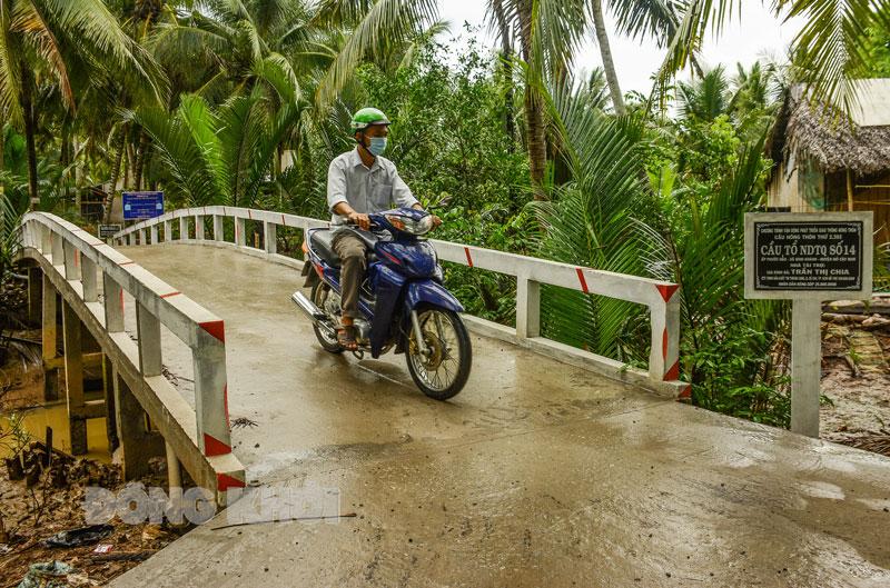 Đưa vào sử dụng cầu nông thôn thứ 2.392, ấp Phước Hảo, xã Bình Khánh, huyện Mỏ Cày Nam.