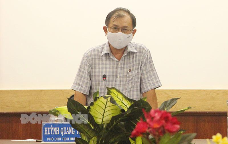 Phó chủ tịch Thường trực HĐND tỉnh Huỳnh Quang Triệu phát biểu tại cuộc họp. Ảnh: Hữu Hiệp