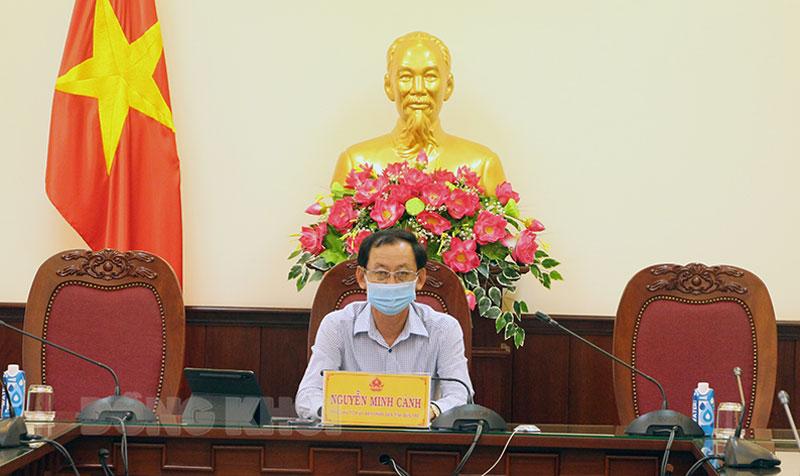 Phó chủ tịch UBND tỉnh Nguyễn Minh Cảnh chủ trì tại điểm cầu tỉnh.