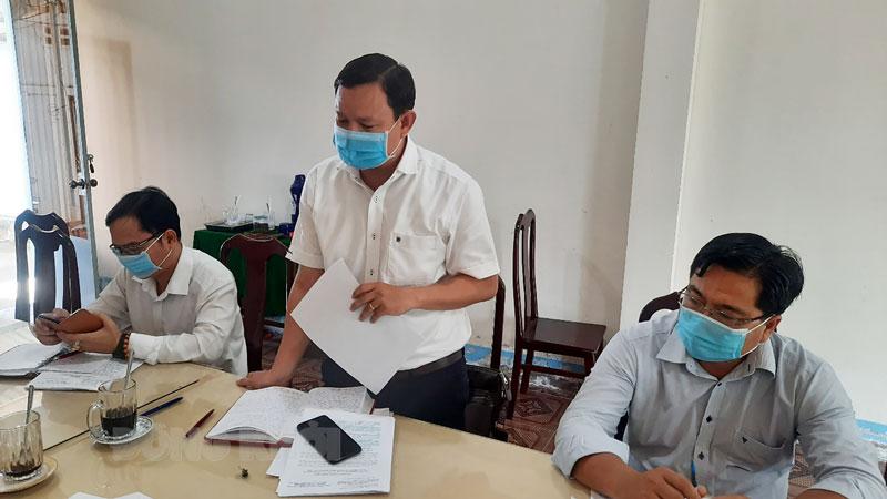 Quyền Chủ tịch Ủy ban MTTQ Việt Nam tỉnh Nguyễn Phúc Linh phát biểu tại buổi giám sát.