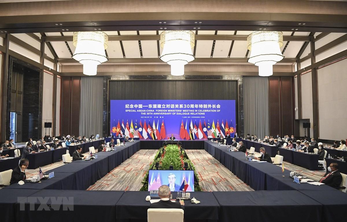 Toàn cảnh Hội nghị đặc biệt Bộ trưởng Ngoại giao ASEAN-Trung Quốc nhân kỷ niệm 30 năm quan hệ đối tác tại Trùng Khánh, Trung Quốc ngày 7-6-2021. (Ảnh: THX/TTXVN)