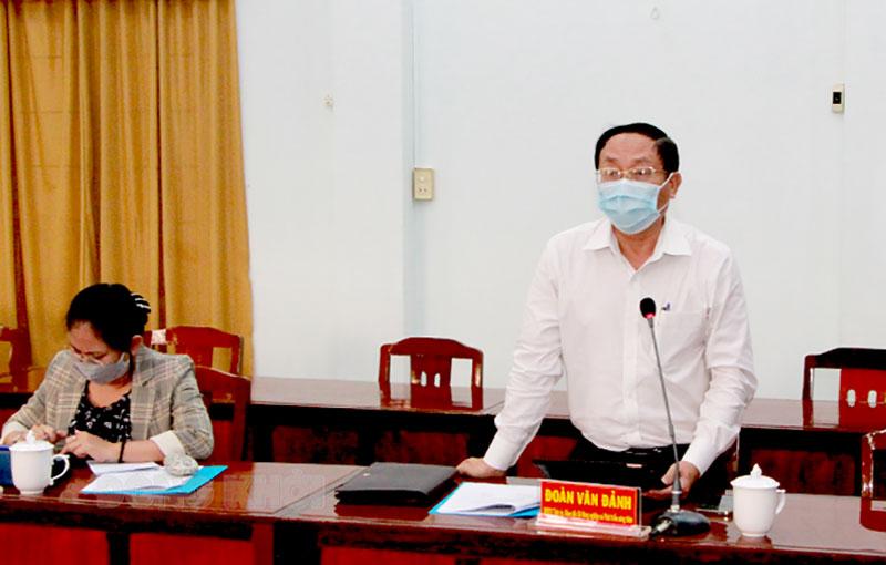 Giám đốc Sở Nông nghiệp và Phát triển nông thôn Đoàn Văn Đảnh đóng góp ý kiến tại buổi giám sát.