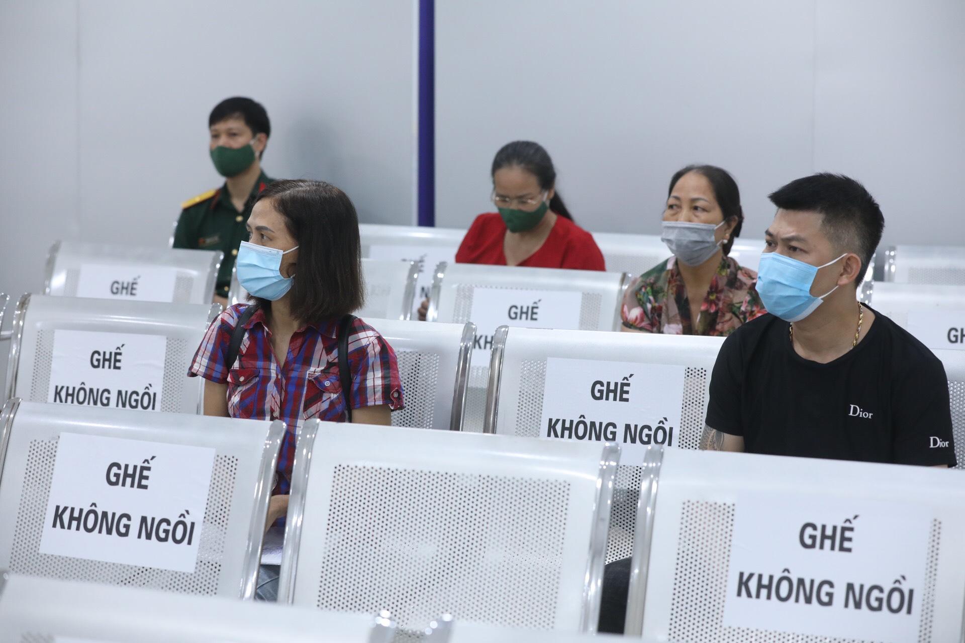 Các tình nguyện viên tham gia thử nghiệm vaccine giai đoạn 3 .Ảnh: VGP/Đình Nam