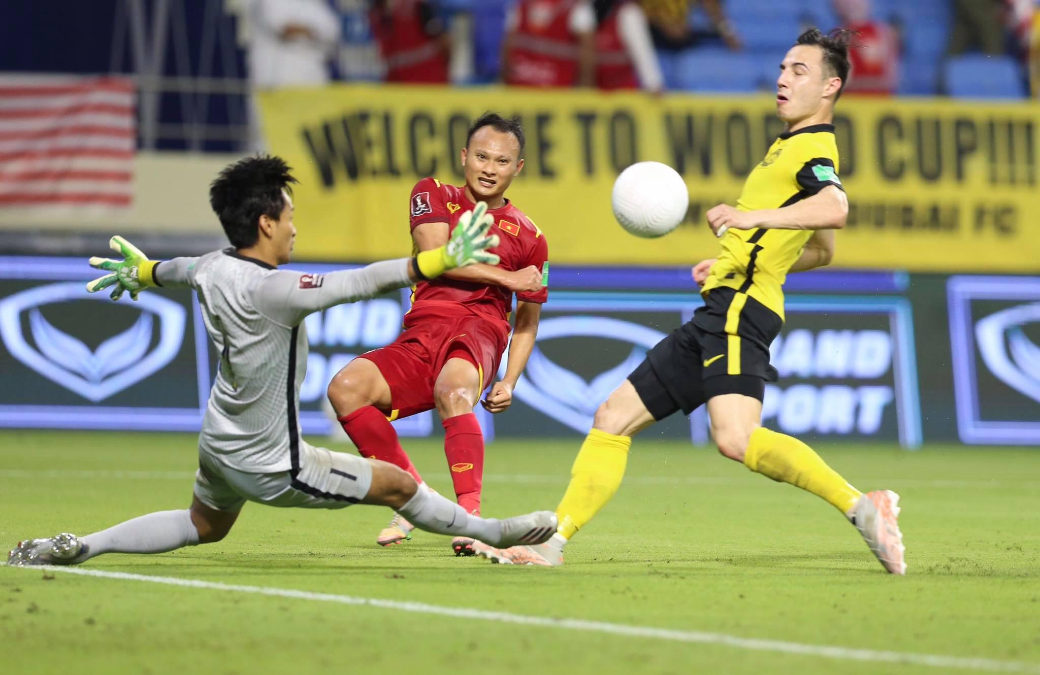 Trọng Hoàng bỏ lỡ cơ hội ghi bàn cho Việt Nam - Ảnh: Minh Anh