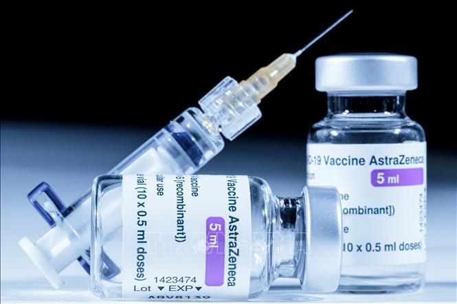 Vaccine ngừa COVID-19 của Hãng dược phẩm AstraZeneca. Ảnh: AFP/TTXVN