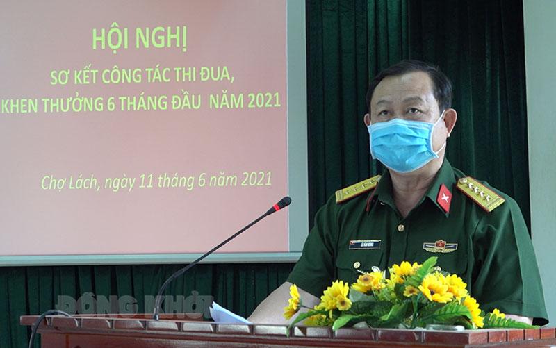 Đại tá Lê Văn Hùng - Chính ủy Bộ Chỉ huy Quân sự tỉnh phát biểu chỉ đạo tại hội nghị.