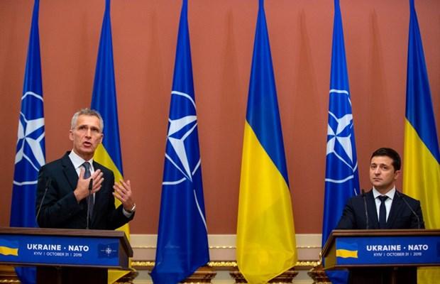 Tổng thống Ukraine Volodymyr Zelenskiy và Tổng Thư ký NATO Jens Stoltenberg tại Kiev ngày 31-10-2019. (Nguồn: golos.com.ua)