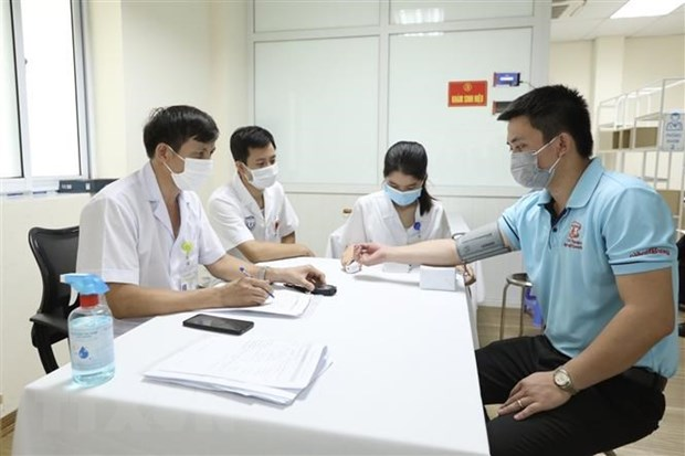 Khu vực khám sàng lọc trước tiêm cho các tình nguyện viên tham gia tiêm thử nghiệm đợt 3 vaccine Nano Covax phòng COVID-19 tại Học viện Quân y. Ảnh: Minh Quyết/TTXVN