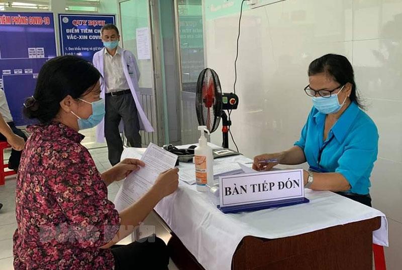 Lực lượng tham gia tiêm chủng vắc-xin Covid-19 tại Bệnh viện Đa khoa khu vực Cù Lao Minh.