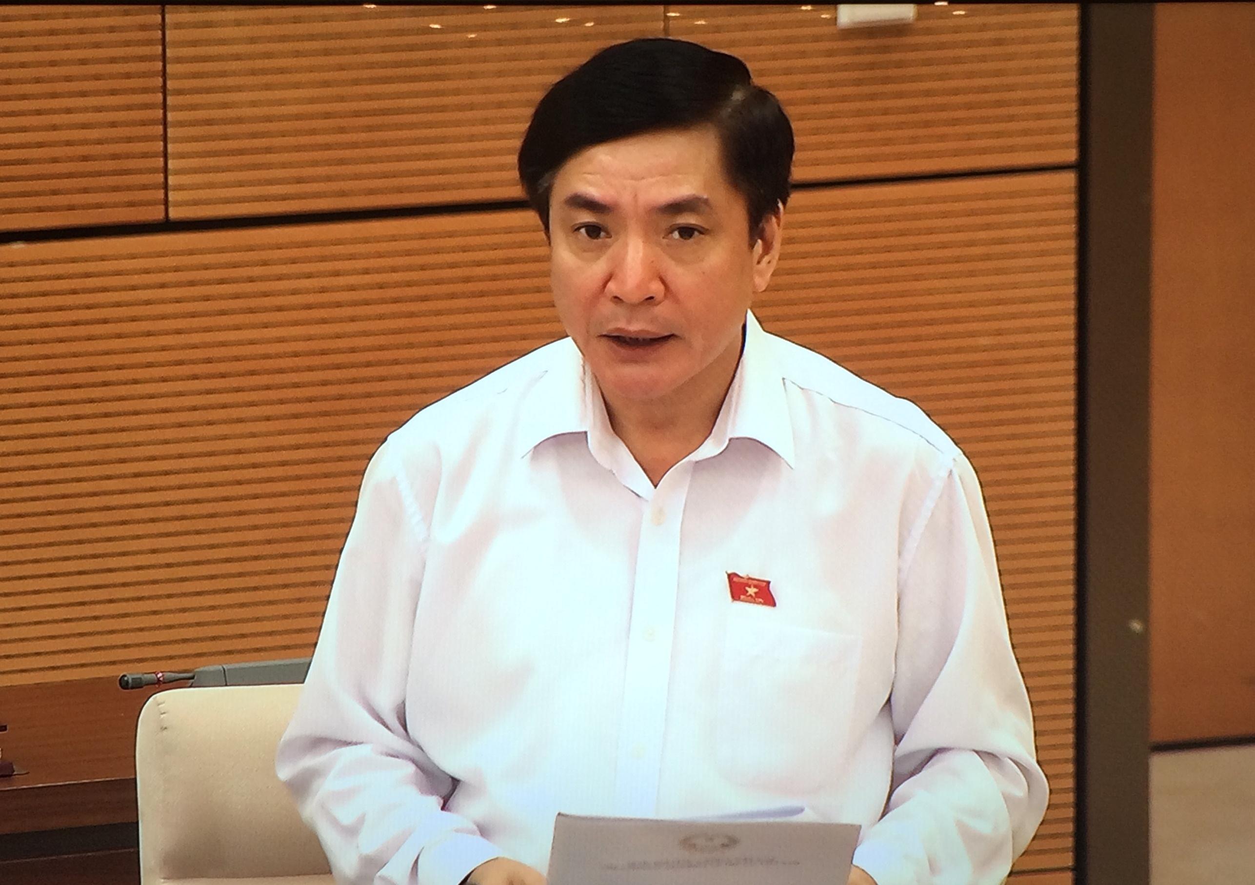Tổng Thư ký, Chủ nhiệm Văn phòng Quốc hội Bùi Văn Cường báo cáo tại phiên họp. Ảnh: VGP/Nguyễn Hoàng
