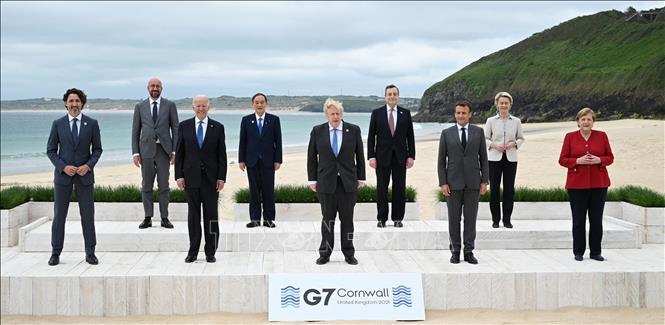 Các đại biểu chụp ảnh chung tại Hội nghị thượng đỉnh G7 ở Cornwall (Anh) ngày 11-6-2021. Ảnh: AFP/TTXVN