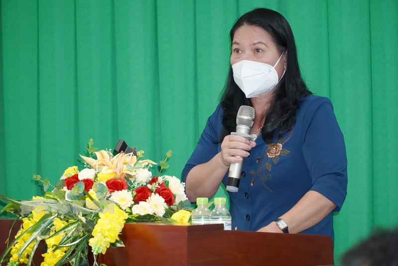 Phó chủ tịch UBND tỉnh Nguyễn Thị Bé Mười phát biểu tại hội nghị.