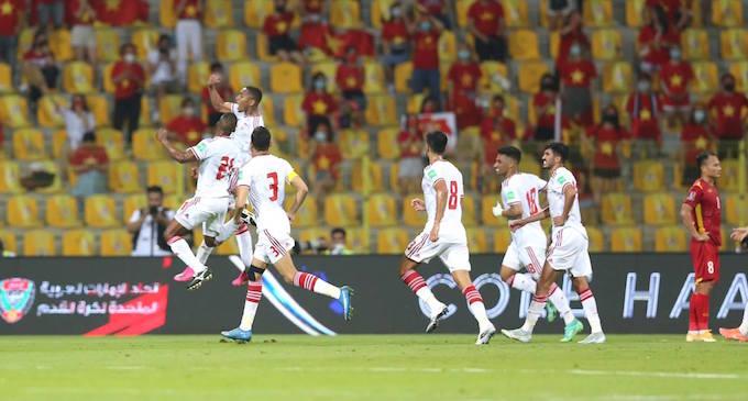 Niềm vui của đội tuyển UAE khi ghi bàn thắng vào lưới tuyển Việt Nam - Ảnh: Minh Anh