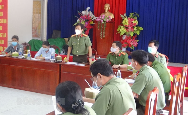 Giám đốc Công an tỉnh Võ Hùng Minh phát biểu tại buổi làm việc.