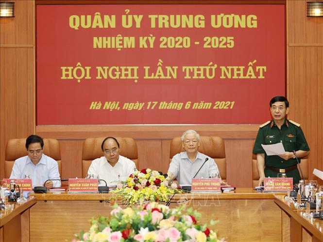 Thượng tướng Phan Văn Giang, Ủy viên Bộ Chính trị, Phó Bí thư Quân ủy Trung ương, Bộ trưởng Bộ Quốc phòng phát biểu tại hội nghị. Ảnh: Trí Dũng/TTXVN