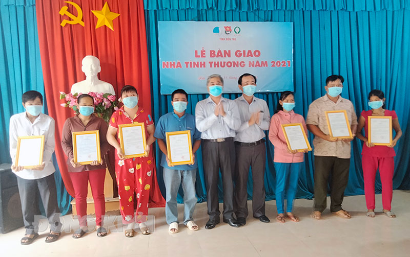 Lễ bàn giao 20 căn nhà tình thương tại xã Hòa Lộc.