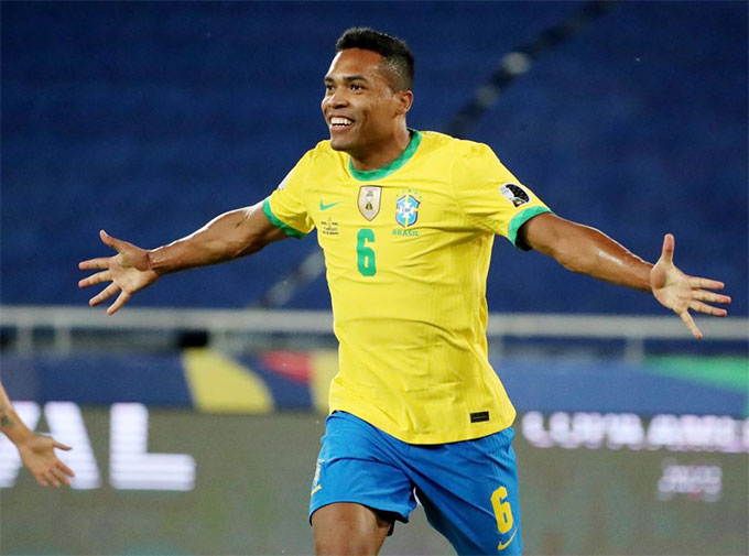 Alex Sandro ghi bàn mở tỷ số