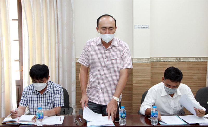 Trưởng Ban Quản lý dự án NN&PTNT Nguyễn Văn Điền báo cáo tại cuộc họp.