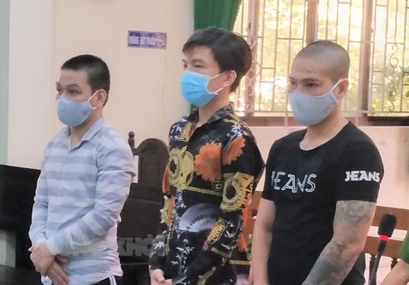 Ba bị cáo tại phiên tòa ngày 17-6-2021.