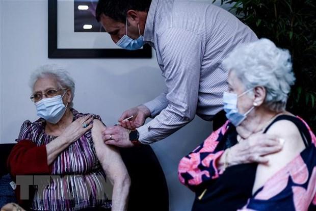 Tiêm vaccine ngừa COVID-19 tại Brussels, Bỉ. Ảnh: AFP/TTXVN