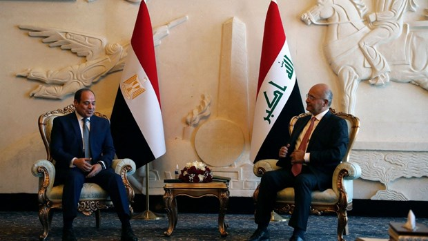 Tổng thống Iraq Barham Salih (phải) tiếp Tổng thống Ai Cập Abdel Fattah al-Sisi. (Ảnh: AFP)