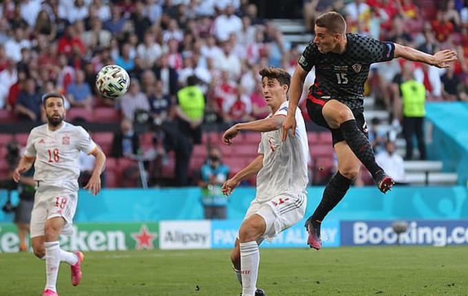 Pasalic đánh đầu gỡ hòa 3-3 cho Croatia