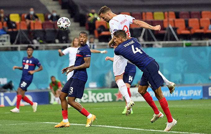 Seferovic là người hùng của Thụy Sĩ với cú đúp bàn thắng