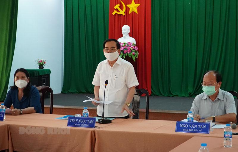 Chủ tịch UBND tỉnh Trần Ngọc Tam chủ trì cuộc họp.