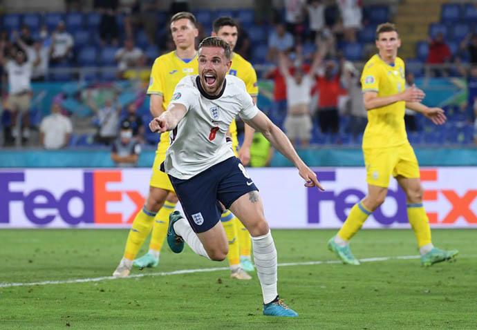 Henderson vào sân và ghi bàn cho ĐT Anh