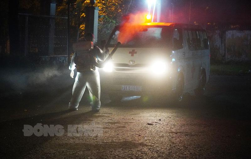 Bệnh nhận Covid-19 từ Trung tâm Chính trị huyện Châu Thành đưa đến điều trị tại Bệnh viện Lao và Bệnh phổi tỉnh.