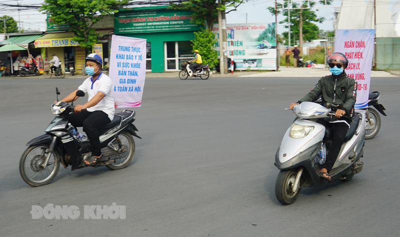 Lực lượng trực thuộc Sở VH,TT&DL ra quân tuyên truyền cổ động trực quan trên các tuyến đường.