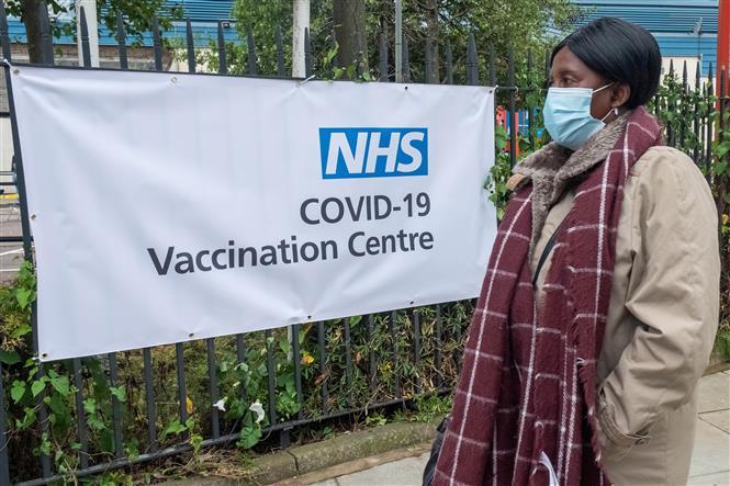 Một điểm tiêm chủng vaccine ngừa COVID-19 tại Brent, tây bắc thủ đô London, Anh, ngày 19-6-2021. Ảnh: THX/TTXVN