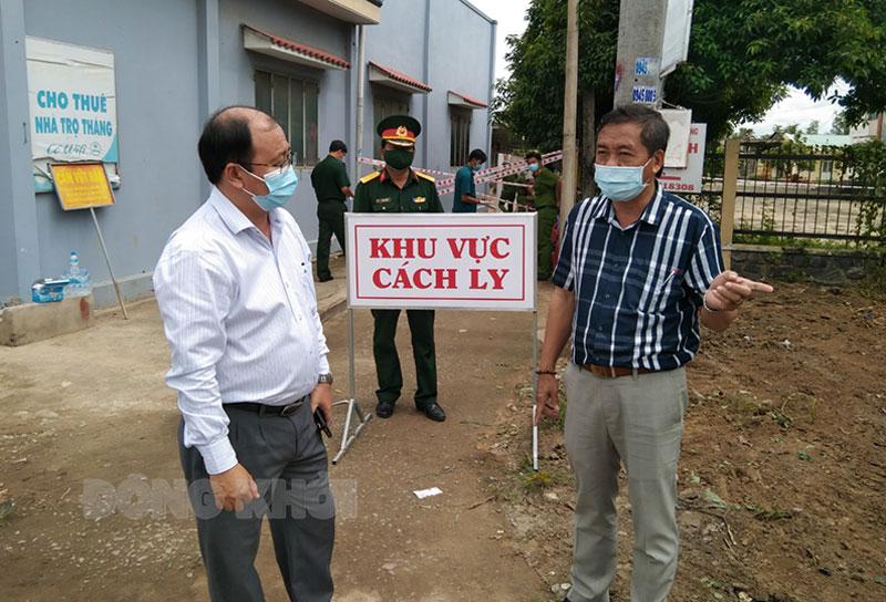 Bí thư Huyện ủy - Chủ tịch UBND huyện Nguyễn Văn Dũng kiểm tra khu cách ly.