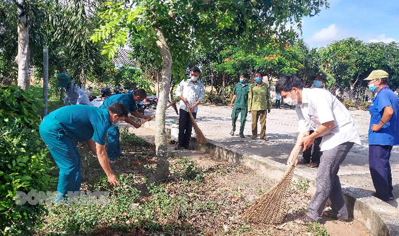 Công tác chuẩn bị dọn vệ sinh, mỹ quan khu cách ly cơ sở 3 tại Trường THCS Mỹ Nhơn