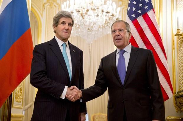 Đặc phái viên về khí hậu của Mỹ  John Kerry và Ngoại trưởng Nga Sergei Lavrov. Nguồn: Reuters