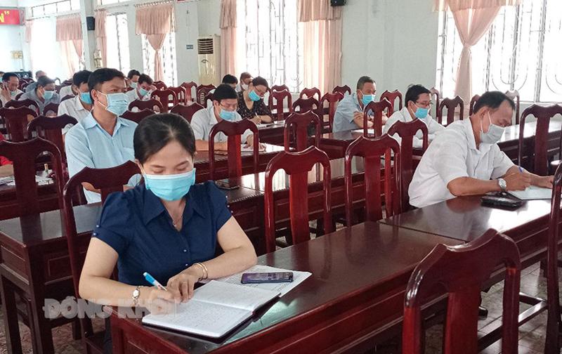 Thành viên Ban chỉ đạo huyện và các xã, thị trấn tham dự cuộc họp
