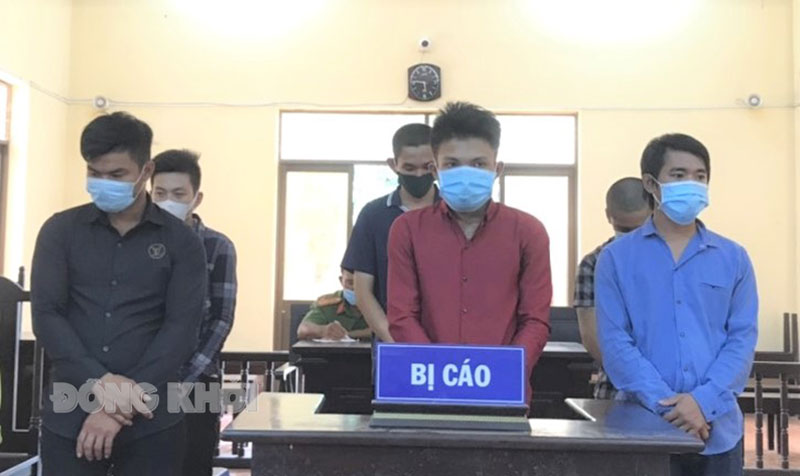 Các bị cáo tại phiên tòa ngày 13-7-2021.